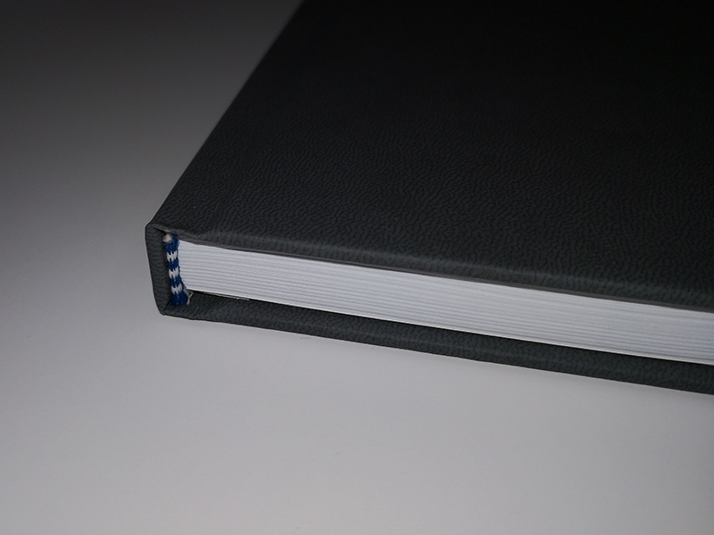 Hardcover Bindung Detail